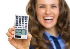 在计算器的特写镜头有你好题字的在手中妇女 免版税库存图片