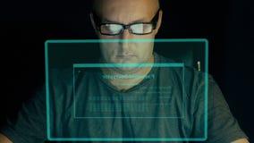 在计算机上的学生工作有虚屏的 时尚玻璃的白人键入密码解密的代码 黑客得到 影视素材