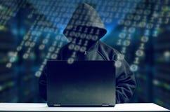 在计算机前面的黑客 免版税库存照片