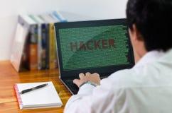 在计算机的程序员编制程序 免版税图库摄影