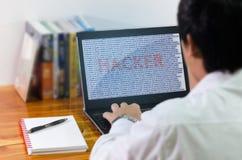 在计算机的程序员编制程序 免版税库存图片
