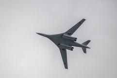 在训练飞行期间的俄国图-160轰炸机在中央俄罗斯 免版税库存照片