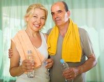 在训练以后的年长夫妇 免版税库存照片