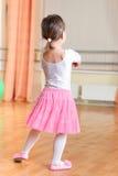 在训练课的跳芭蕾舞者 库存图片