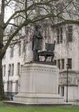 在议会正方形伦敦的亚伯拉罕・林肯雕象 免版税图库摄影