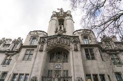在议会正方形伦敦的美丽的大厦 免版税库存照片