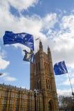 在议会正方形,伦敦,英国的旗子 免版税库存照片