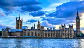 在议会的日落 库存图片