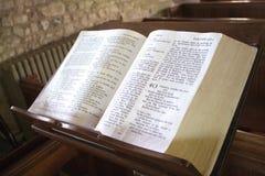 在讲演台的圣经 库存图片