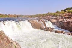 在讷尔默达河的Dhuandhar瀑布在贾巴尔普尔 库存图片