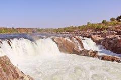 在讷尔默达河的Dhuandhar瀑布在贾巴尔普尔 免版税库存图片