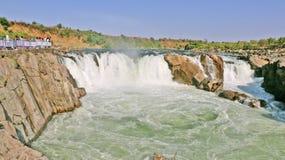 在讷尔默达河的Dhuandhar瀑布在贾巴尔普尔 库存照片