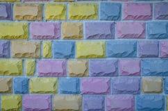 在许多不同的颜色的背景砖 图库摄影