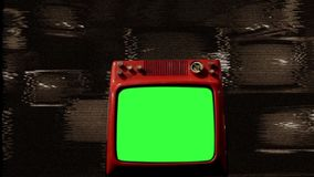 在许多电视中间的老红色电视绿色屏幕 噪声 乌贼属口气 股票录像