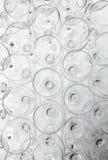 在许多酒杯的底视图 库存照片