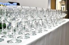 在许多酒杯线路的视图  免版税图库摄影
