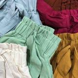 在许多颜色的短裤 免版税库存照片