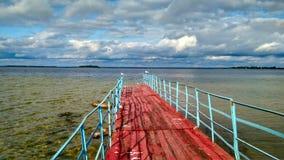 在许多Shacki湖之一的一个老和离开的码头 免版税库存照片