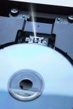 在设备里面的蓝色光芒盘 免版税库存照片
