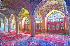 在设拉子,红外线享受Nasir Ol-Molk清真寺伊斯兰教的建筑学  免版税库存图片