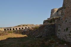 在设防之外, Methoni城堡 免版税库存照片