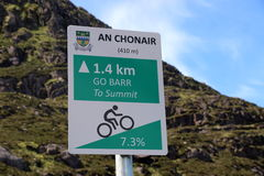 在词条的警告路标对康纳通行证,爱尔兰 免版税库存图片