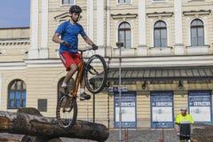 在试验自行车的世界杯 免版税库存照片