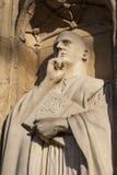 在诺威治大教堂的St本尼迪克特雕塑 库存照片