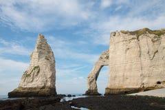 在诺曼底海岸的石曲拱在法国 图库摄影