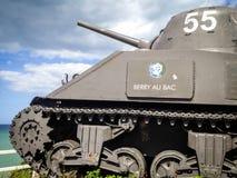 在诺曼底海岸,阿罗芒什,战争纪念碑的老坦克 库存图片