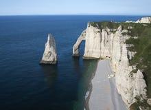 在诺曼底附近的峭壁etretat法国 免版税库存照片