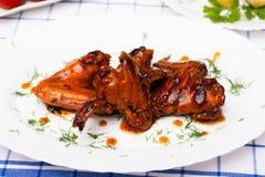 在调味汁teriyaki的鸡翼烤的 库存照片