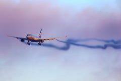在谢列梅国际性组织airpo的苏航空中客车A330着陆 库存图片