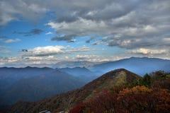 在谷川岳的云彩在日本 免版税库存图片