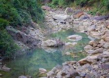 在谷的小河床 库存图片