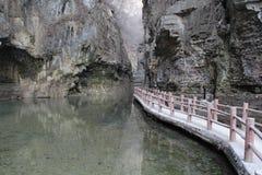 在谷的桥梁 库存图片