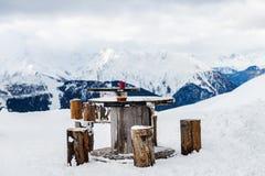 在谷的美丽的景色在滑雪胜地在瑞士阿尔卑斯 库存图片