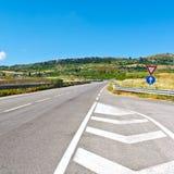 在谷的高速公路天桥在西西里岛 免版税库存图片
