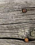 在谷仓板的生锈的钉子 免版税库存图片