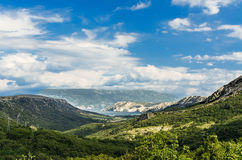 在谷-海岛Krk,克罗地亚的全景 免版税库存照片