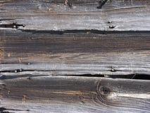 在谷仓的被风化的老杉木房屋板壁 库存图片