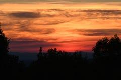 在豚脊丘的山的日出 库存图片