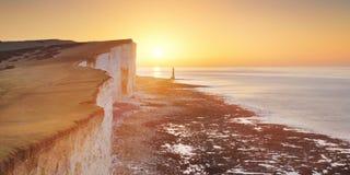 在象海滨头的日出在英国的南海岸 库存照片