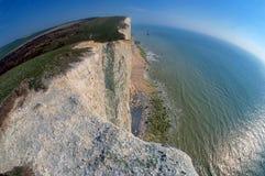 在象海滨头,伊斯特本,英国的白垩峭壁 免版税图库摄影