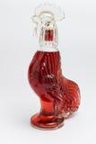 在象鸡的瓶的红色威士忌酒 免版税库存图片