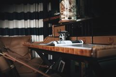 在豪华内部的典雅的书桌 豪华样式 免版税库存图片