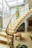 在豪华别墅的被设计的楼梯 免版税图库摄影