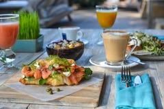 在豪华旅游胜地的早餐膳食 库存图片
