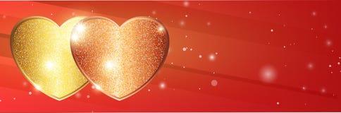 在豪华明亮的红色猩红色背景的金黄光亮的沙子心脏 库存图片