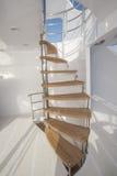 在豪华游艇sundeck的木楼梯  库存图片